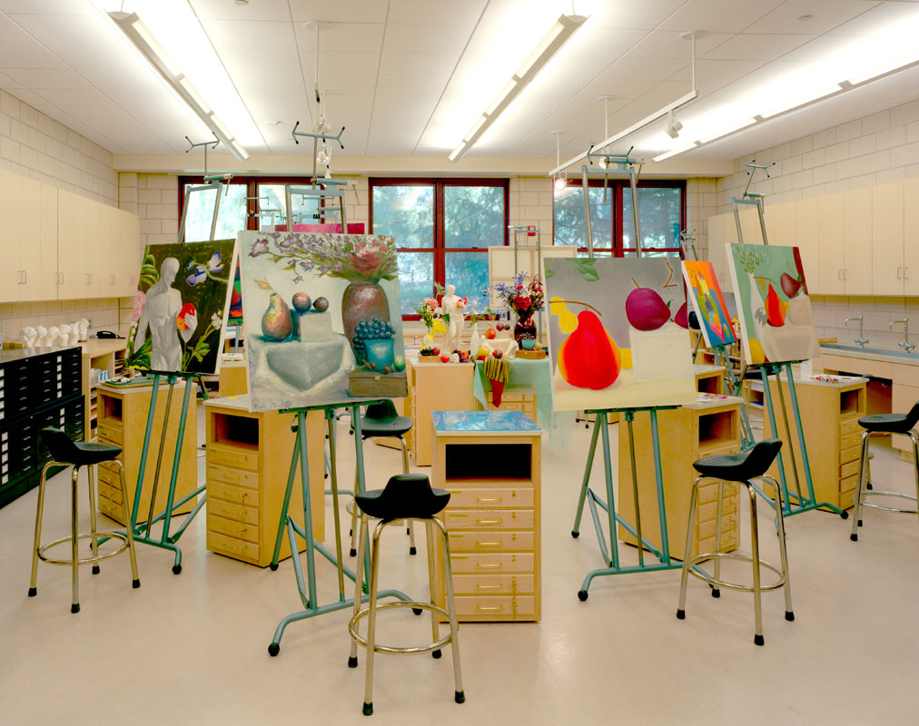 Art studio re design shoe on the wall visual arts for Art room decoration school